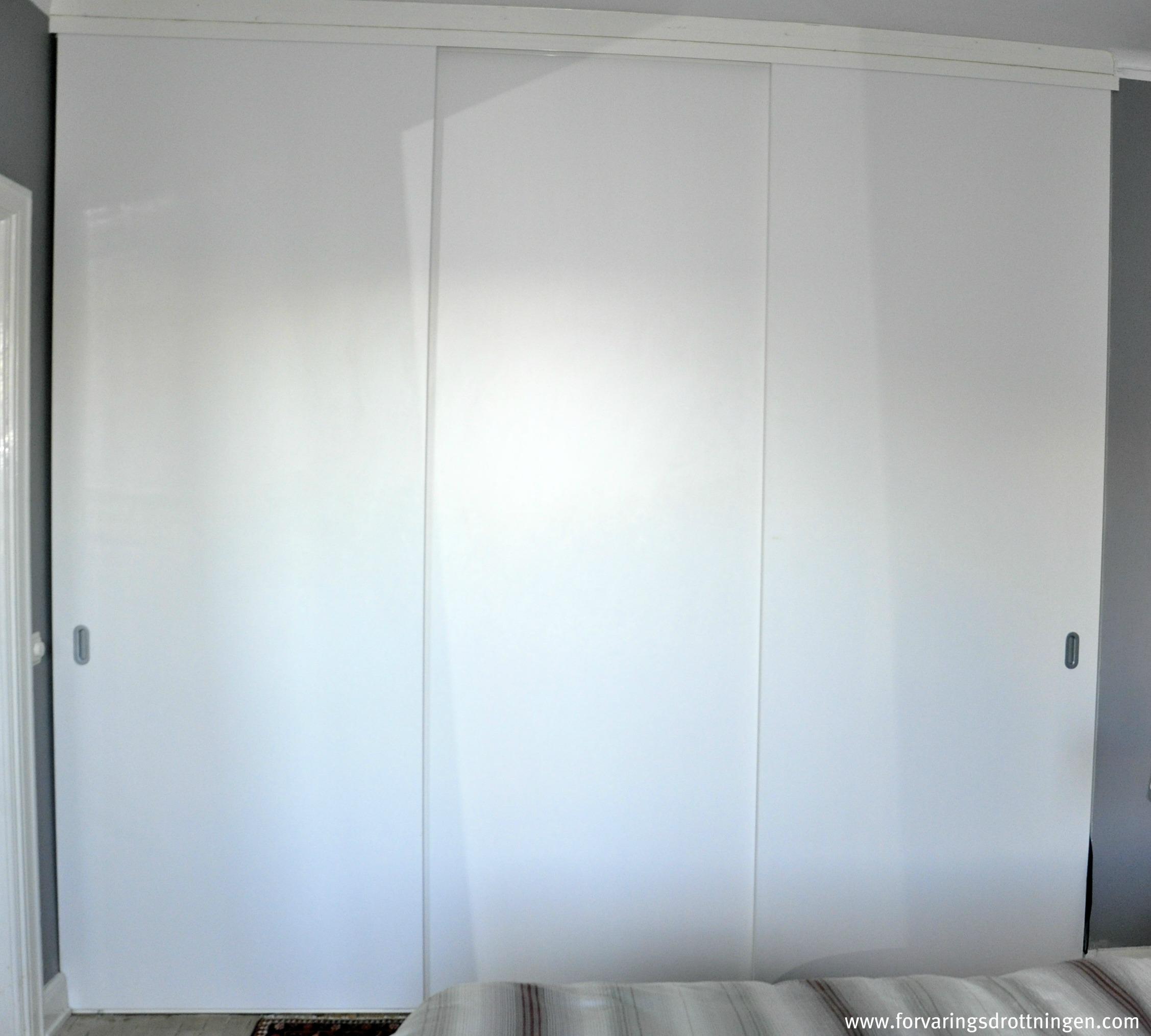 Att platsbygga en garderob Förvaringsdrottningen