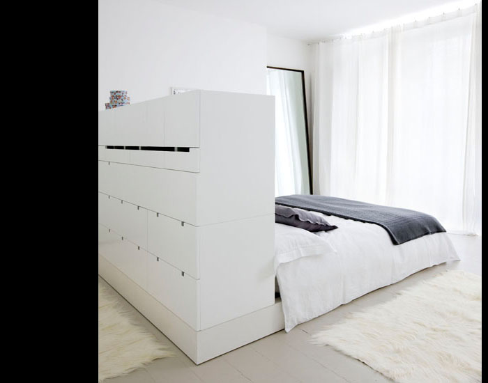 platsbyggd säng Förvaringsdrottningen